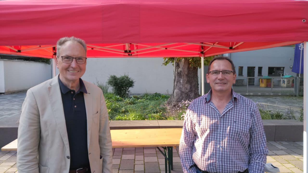 Das Bild zeigt den LINKE-Bundestagsabgeordneten Jörg Cezanne zusammen mit unserem Direktkandidaten Paul Laslop